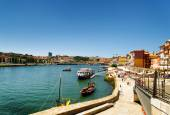 View of the Douro River and embankment in Porto, Portugal. — Stock Photo