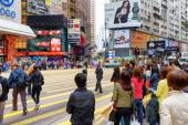 Pedestrians on the central streets of Hong Kong  — Stock Photo