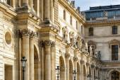Columns and sculptures that adorn the facade of the Louvre in Pa — Stock Photo