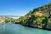 The beautiful view of the Douro River  in Porto, Portugal. — Stock Photo