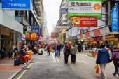 Pedestrians on streets of city Hong Kong — Stock Photo