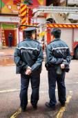 Police officers providing order near the shopping mall in Hong K — Stock Photo