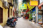 The parking of motorbikes and souvenir shop on the street in Mac — Stock Photo