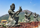 Buddhist statues praising and making offerings to the Tian Tan B — Stock Photo