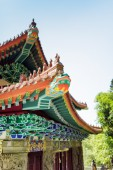 Colorful wooden roofs in traditional Chinese-style at the Buddhi — Стоковое фото