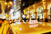 Closeup view of taxi on the street of elite stores at evening in — Stock Photo