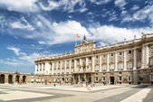 View of the Plaza de la Armeria and the south facade of the Roya — Stock Photo