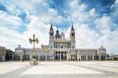 The Plaza de la Armeria (Armory Square) and the Cathedral of Sai — Stock Photo