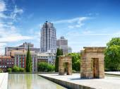 Gates to the Temple of Debod, ancient Egyptian temple, in the Pa — Stock Photo
