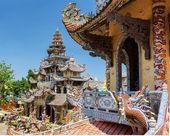 La hermosa Linh Phuoc Pagoda de estilo mosaico de fragmentos de g — Foto de Stock
