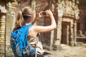Tourist and smartphone in Preah Khan temple in Angkor, Cambodia — Stock Photo