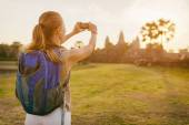 Young female tourist taking picture of Angkor Wat, Cambodia — Stock Photo