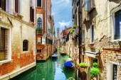 The Rio di San Cassiano Canal with boats in Venice, Italy — Stock Photo