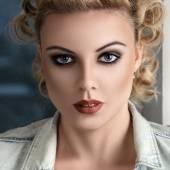 Retro stylised fashion woman portrait — Stock Photo