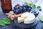 Camembert and grape — Stock Photo