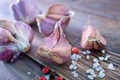 Cut garlic — Stock Photo