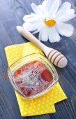 Tasty honey in glass bowl — Stockfoto