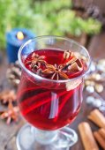 Fresh mulled wine in glass — Stock Photo