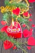 红色的蜡烛和圣诞装饰 — 图库照片