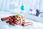 Cinnamon sticks and christmas decorations — Stock Photo