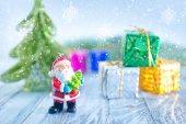 雪の上のクリスマスの装飾 — ストック写真