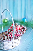 Christmas candies in wooden basket — Fotografia Stock
