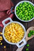 Sweet corn and green peas — Stock Photo