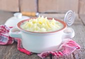 Mashed potato in bowl — Stock Photo