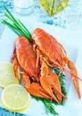 Boiled crawfish with fresh lemon — Photo
