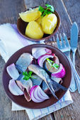 Herring with onion in bowl — Stock Photo