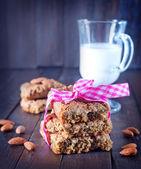 Cookies and fresh milk — Stock Photo