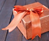 Box for present on table — Foto Stock