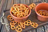 Pretzels in bowl — Stok fotoğraf