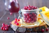 Fresh cranberry in bowl — Stock Photo