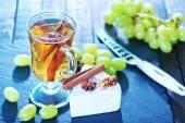 Vinho, uva e queijo — Fotografia Stock
