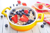 Oat flakes with fruits — Stock Photo