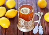 Fresh tea with lemon in cup — Stock Photo