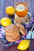 Oat cookies and tea in cup — Stock Photo