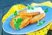 Panquecas de batata com creme de leite — Fotografia Stock