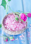 Pink sea salt in bowl — Stock Photo