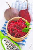Beet salad in bowl — 图库照片