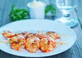 Tasty shrimps on plate — Stock Photo