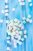 Color marshmallows in bowl — Stock Photo