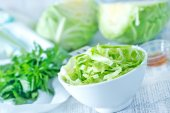 Cabbage salad in bowl — Stock Photo
