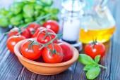 Fresh tomato and basil — Stock Photo