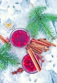 Mulled wine in glasses — Stock Photo