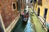Scenic canal with gondola, gondolier, Venice, Italy — Stock Photo