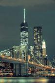 在晚上的曼哈顿 — 图库照片