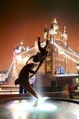 Tower Bridge and statue — Stock Photo