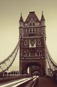 Tower Bridge morning traffic — Stock Photo
